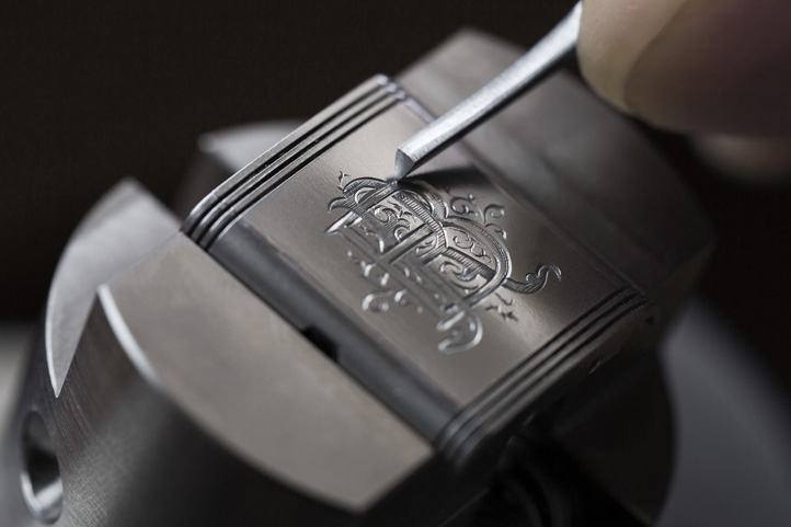Custom-made engraving on a Jaeger-LeCoultre Reverso Classic watch©JohannSauty.jpg