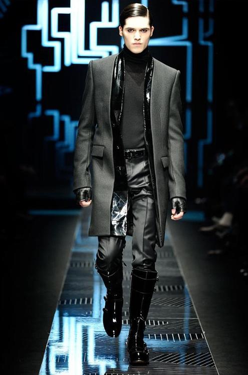 Versace - Andrew Thomas 02.JPG