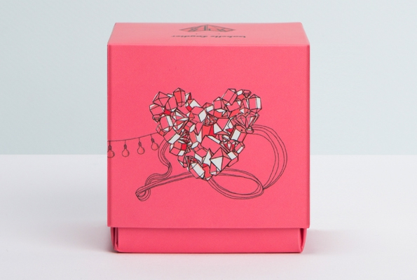popup,popup paris,bougie,candle,diamant,diamond,luxe,luxury,love,amour,saint valentin,cadeau,surprise,édition limitée,limited edition,collaboration,illustration,packaging,isabelle laydier,illustratrice,france,french,concept