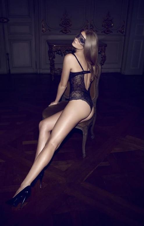 Chantelle EMihalik - Camilla Akrans 01.jpg