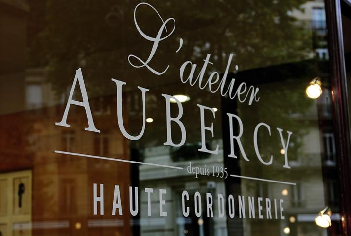3 Haute Cordonnerie Atelier Vitrine - copie.jpg