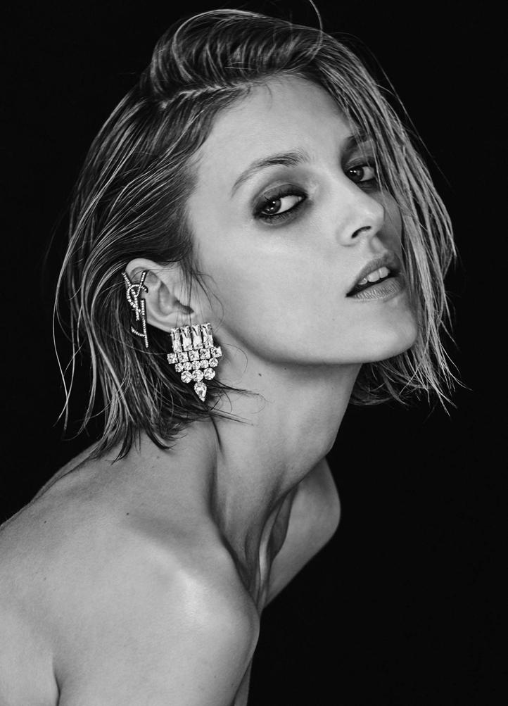 Anja-Rubik_-Vogue-Ukraine-2017--05.jpg