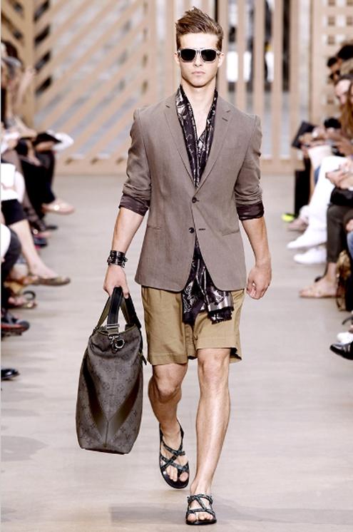Louis Vuitton SS2011 - 01.jpg