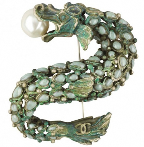 chanel-dragon-brooch-468x496.jpg