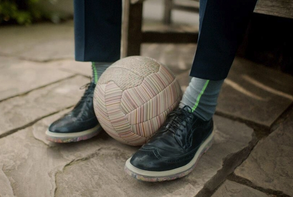 paul smith,paul smith design,fashion,mode,fashion designer,londres,london,ballon,for men,pour hommes,football freestyler,freestyle,fresstyler,john farnworth,édition limitée,limited edition,luxe,luxury,coupe du monde,football,worldcup,fifa,brésil 2014,brésil