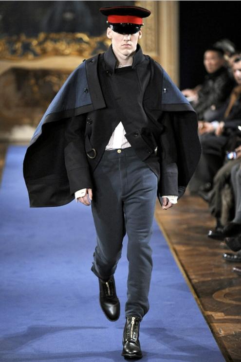 Alexander McQueen FW2011 02.jpg