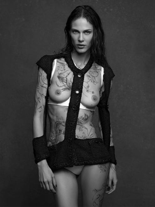Chanel_Karl_Lagerfeld_ Aymeline_Valade.jpg