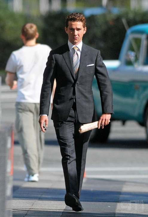 On-Set-of-Wall-Street-2-Money-Never-Sleeps-shia-labeouf-8240929-1088-1599.jpg