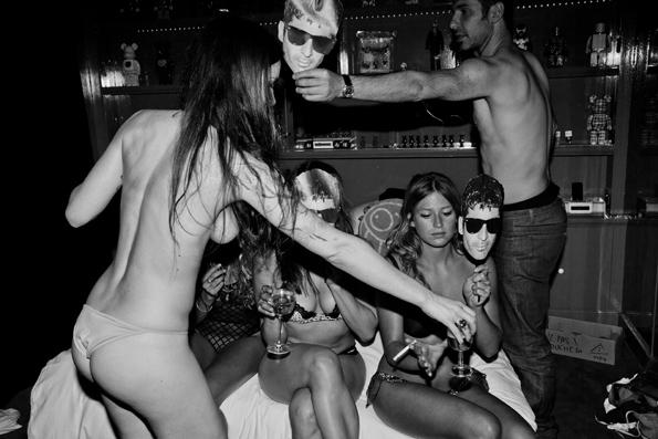 riccardo tinelli,fashion,photographer,mode,photographe,projet,art,culture,sexy,sexe,hôtel amour,hôtel,amour,girls,andré,emmanuel delavenne,thierry costes,robin bresard,alain cirelli,le purgatoire,espace,curator,exposition,espace culturel,culinaire