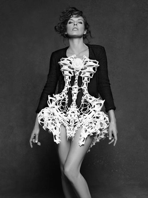 Chanel_Karl_Lagerfeld_ Milla_Jovovich.jpg