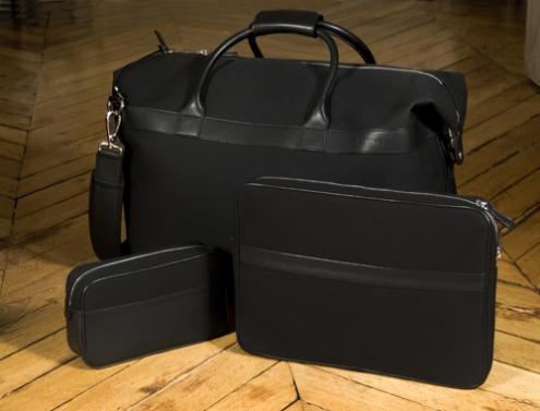 Groupe sacs noirs parquet.jpg