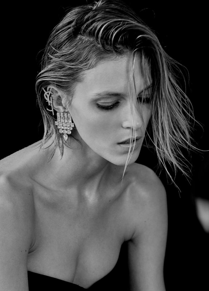 Anja-Rubik_-Vogue-Ukraine-2017--02.jpg