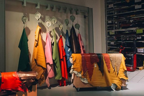 hermès,nadège vanhee cybulski,christophe lemaire,véronique nichanian,collection,maison,philippe nigro,mode,fashion,paris,luxe,élégance,trends,tendances,trendy,accessoires,kelly,birkin,hac,sac,bags,luxury,faubourg,saint-honoré,sellier,cuir,artisanat,malletier,pierre hardy,directeur artistique,joaillerie,équestre,soie,silk,mobilier,design,intérieur,ameublement,décoration,leather forever,exhibition,exposition,hong-kong