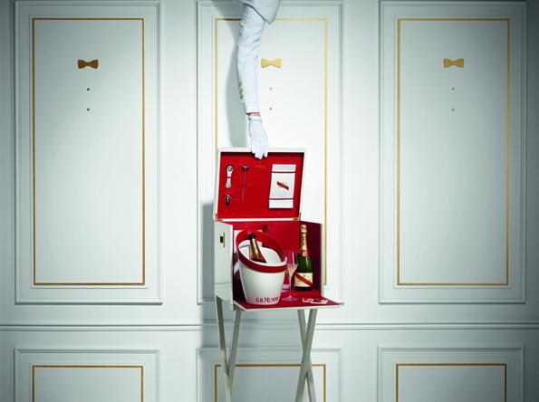 box protocoles,protocoles deluxe case,gh mumm,mumm,protocoles champagne,champagne,champain,reims,luxury,luxe,christmas,gift,cadeaux,prestige,rituel,rites,culture,formule 1,sponsort,jenson button,victoire,victory,coffret,cordon rouge,vintage 2004,limité,limited edition,didier mariotti,atelier du vin,accessoires,accessory,œnologique,fauchon,lavinia,lafayette gourmet,la grande épicerie