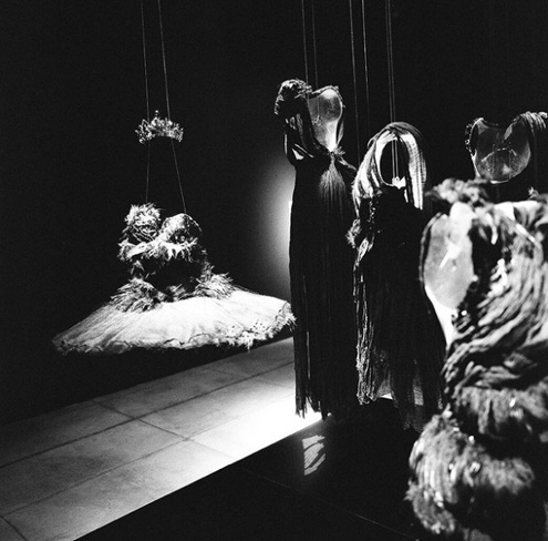 rodarte_black_swan_exhibit_3-600x591.jpg