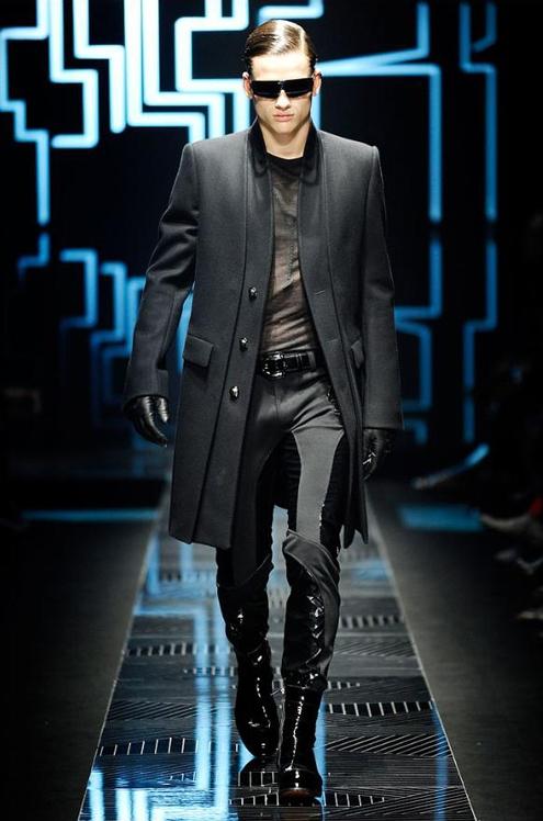 Versace - Andrew Thomas 04.JPG