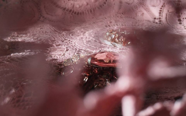 apple,iphone,iphone 5s,iphone 5c,burberry,burberry prorsum,collaboration,fashion,fashion show,partenariat,collection,printemps,été,2014,spring,summer,london,londres,cupertino,usa,christopher bailey,facebook,twitter,réseaux sociaux,social network,exclusif,exclusive