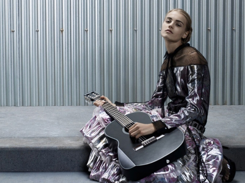 Guitare chanel 02.jpg