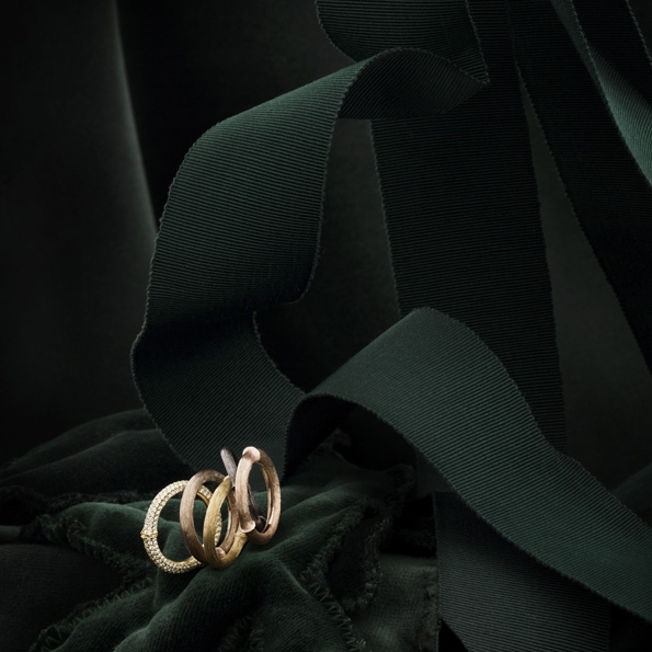 ole lynggaard,danois,danoise,joaillerie,jewellery,jeweler,jewelry,maison,famille royale,royale,danemark,copenhague,stockholm,charlotte lynggaard,søren lynggaard,famille,dynastie,anniversaire,50 ans,présentation,collection,or,gold,pierres,précieuses,pierres précieuses,charms,park yatt,paris,rue de la paix