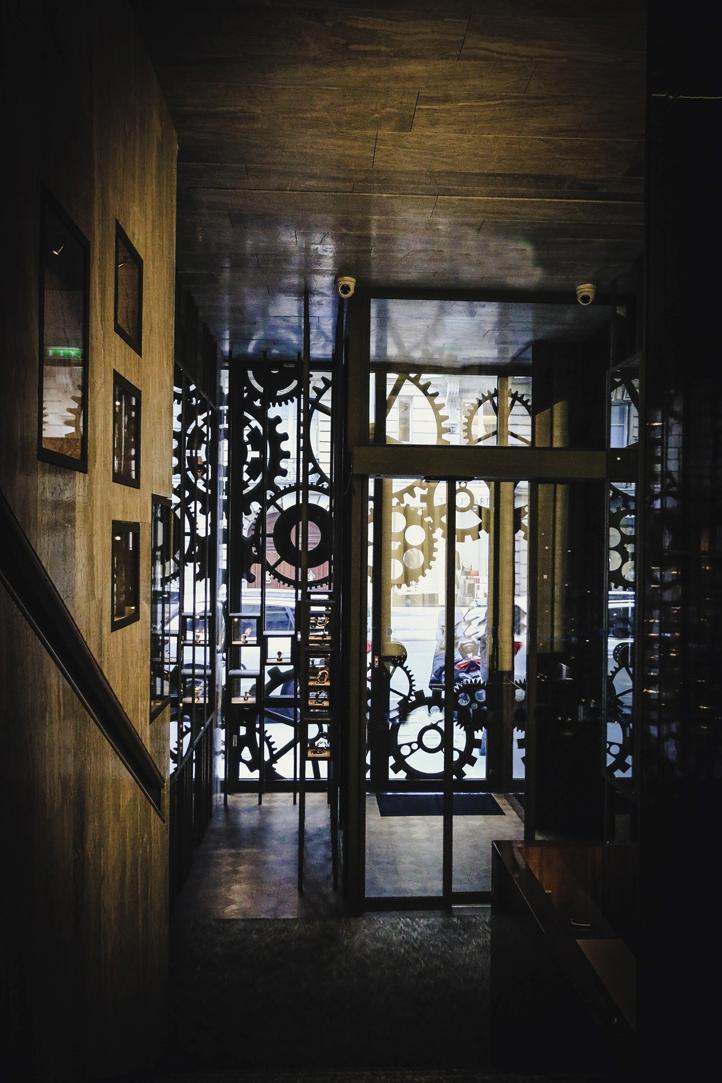 les Montres Collector-- vue sur l'exterieur de l'escalier.jpg