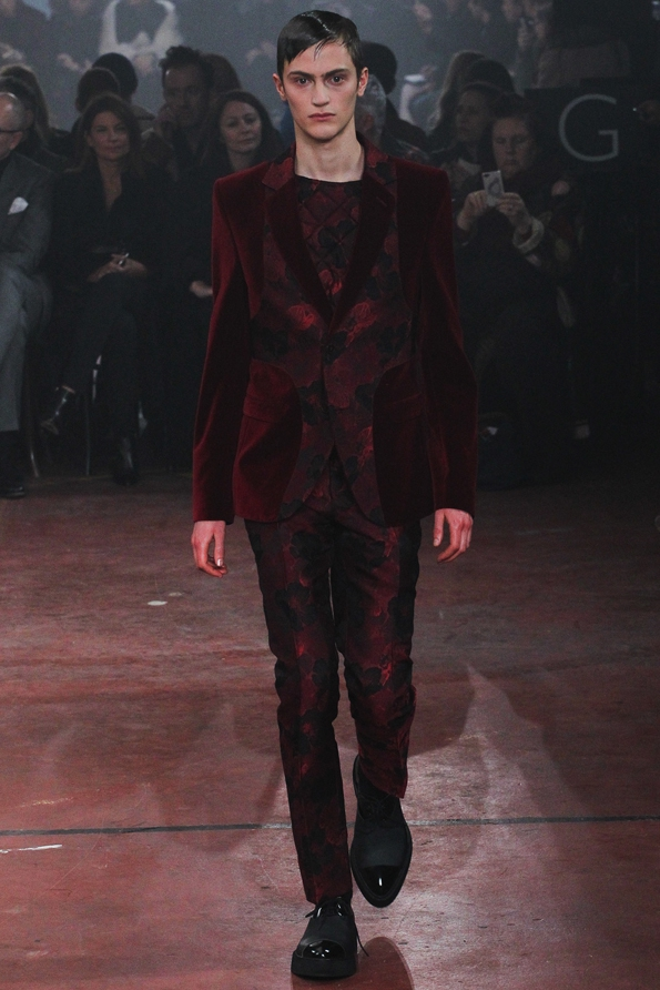 alexander mcqueen,mcqueen,fashion,mode,luxe,luxury,britannique,london,paris,féminin,art,sarah burton,ppr,show,ready to wear,rtw,prêt à porter,pap,fashion show,défilé,homme,femme,men,menswear,women,womenswear,automne,hiver,fall,winter,2015