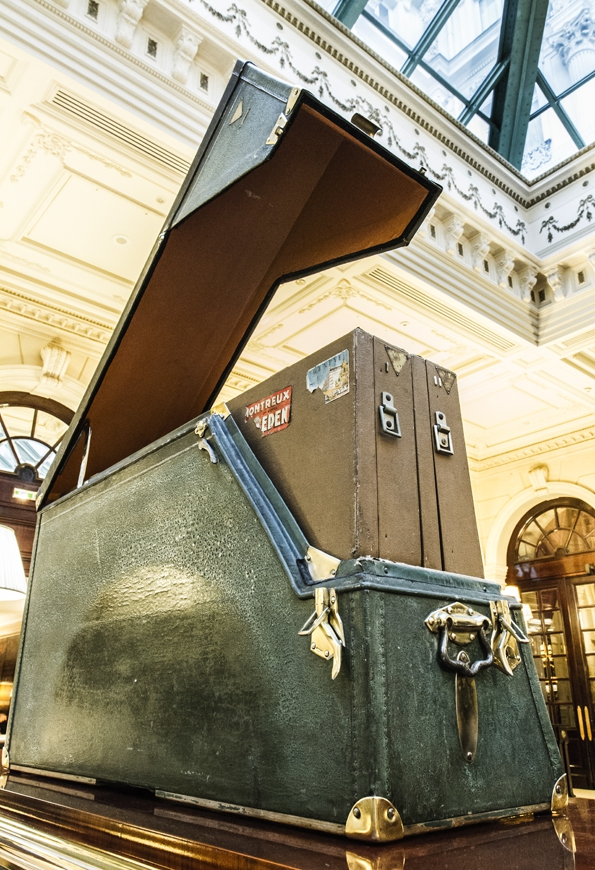moynat,moynat paris,sac,bag,femme,woman,réjane,rejane,paradis,valise,limousine,rejane clutch,rejane pochette,malletier,sacs,maroquinerie,trunks,trunk,luxe,luxury,pauline moynat,story,ramesh nair,directeur,artistique,art,direction,faubourg saint honoré,malle,malles,élégance,leather,artisanat,artisan,collaboration,l'optimum,psg,exposition,exhibition,intercontinental,la mémoire des malles