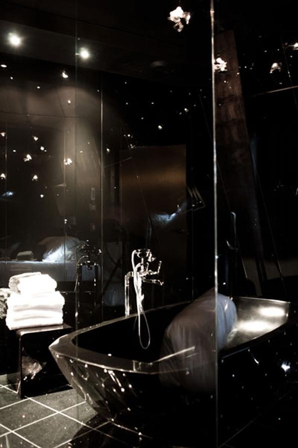 hôtel seven,hotel seven,seven,hotel,elegancia hotels,groupe hôtelier,luxe,design,luxury,saint valentin,valentine's day,valentine,day,rive gauche,paris,quartier latin,5ème,arrondissement,original,créatifl,designer,sylvia corette,suite sublime,suite diamant noir,suite 007,james bond,suive lovez-vous,chambre,bedroom,vacances,holidays