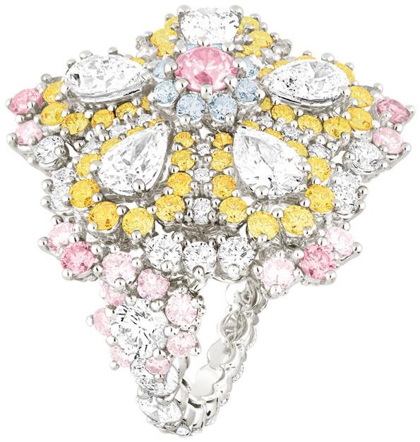 dior,christian dior,raf simons,kris van assche,victoire de castellane,dear dior,cher dior,joaillerie,haute joaillerie,jewellery,jewelry,jeweler,collection joaillerie,fine jewellery,diamants,diamonds,gold,white gold,dior 8,watches,montres,haute horlogerie,horlogerie,présentation,2013,haute couture,fashion,mode,luxe,luxury,tutti frutti,étincellante,exquise,fascinante,majestueuse