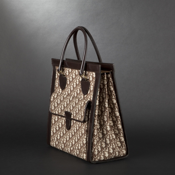 dior,vintage,expertissim,bags,sacs,bag,sac,ancien,luxe,luxury,eshop,vente en ligne,objets rares,collection,jewellery,jewelry,joaillerie,art,art décoratif,design,mobilier,expertise,experts,paris,cultures,enchères hollandaises,enchère,prestige,précieux,precious,service,garantie,guaranteed,mode,fashion,soblacktie,blog,blogger