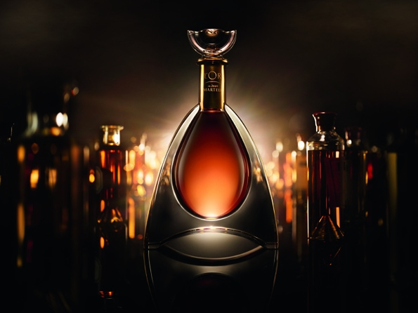 l'or de jean martell,martell,cognac,collaboration,eric gizard,designer,design,or,jean martell,rare,coffret,box,édition,edition,limitée,limited,chai,borderies,région,france,french,art de vivre,lifestyle,liquor,luxury,luxe,histoire,héritage,legacy,prestige,bottle,craftmanship,craft,élégance,elegance,eau-de-vie