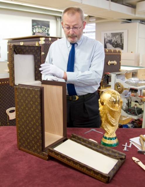 louis-vuitton-fifa-trophy-travel-case-3jpg_65.jpg