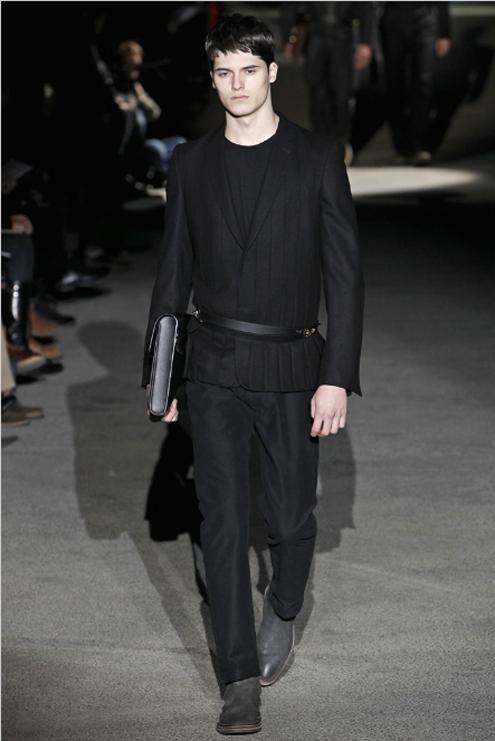 Louis Vuitton FW2011 - 04.jpg