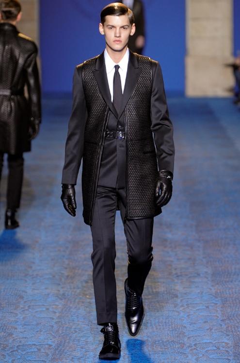 Versace FW2011 - 02.jpg