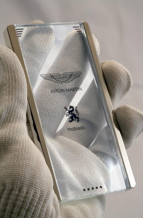Aston Martin phone - Mobiado 03.jpg