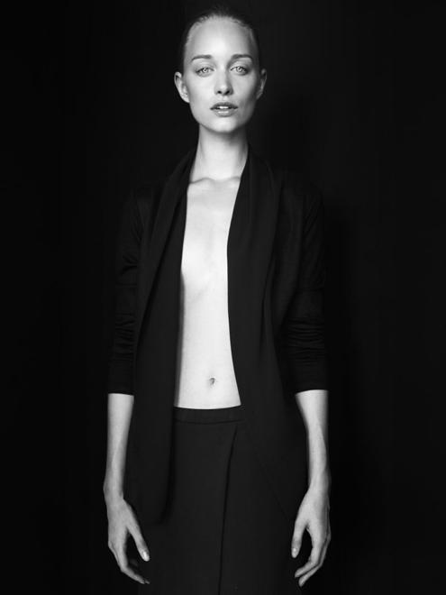 Emma Ahlund - Adrian Nina 03.jpg