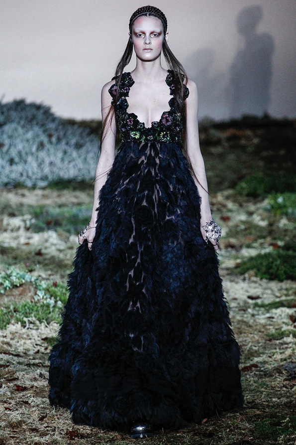 alexander mcqueen,mcqueen,fashion,mode,luxe,luxury,britannique,london,paris,féminin,art,sarah burton,ppr,show,ready to wear,rtw,prêt à porter,pap,fashion show,défilé,homme,femme,men,menswear,women,womenswear,automne,hiver,fall,winter,2014