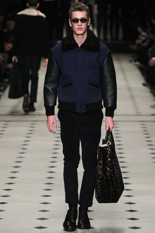 burberry prorsum,burberry,christopher bailey,london,londres,milan,milano,luxe,luxury,fluo,tendances,trends,mode,fashion designer,designer,créateur de mode,chic,élégant,dandy,color,couleur,gentlemen,gentleman,accessoires,accessories,accessory,central park,new-york,direction artistique,direction,creative director,fashion show,défilé,homme,hommes,man,men,menswear,femme,femmes,woman,women,womenswear,automne,hiver,fall,winter,2015