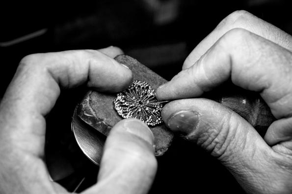 boucheron,26,place vendôme,haute joaillerie,joaillier,vendôme,paris,luxe,luxury,artisan,pierres précieuses,pierres,précieuses,gemmes,jewelry,jewellery,serpent,bohême,snake,bohemain,charme,parure,bracelet,collier,cuff,necklace,gold,white gold,diamants,diamonds,présentation,presentation,new collection,histoire,history,frédéric boucheron,horlogerie,horology,baselworld,baselworld 2013,montres,montre,watch,watches,epure,girard-perregaux