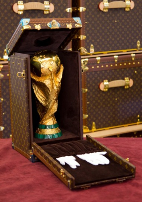 louis-vuitton-fifa-trophy-travel-case-4jpg_65.jpg