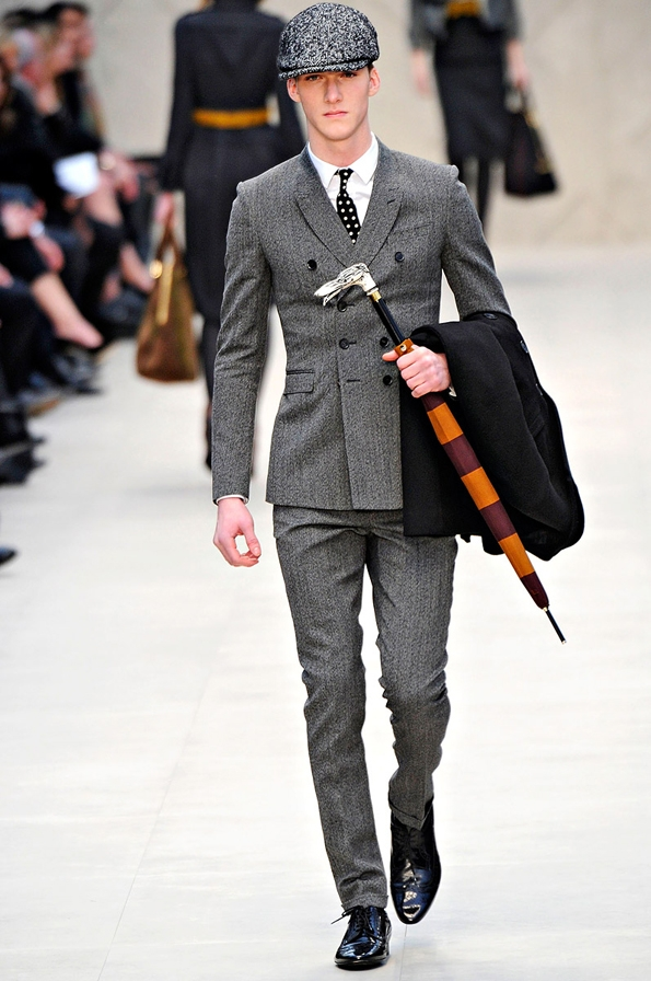 burberry prorsum,christopher bailey,men,hommes,fashion,mode,fall,winter,automne,hiver,collection,2012,créateur,designer,london,londres,milan,milano,luxe,luxury,umbrella,parapluie,tendances,trends,fashion designer,créateur de mode,chic,élégant,dandy,duck,color,canard,couleur,gentlemen,gentleman,farmer,bottes,chasse,hunt,boots