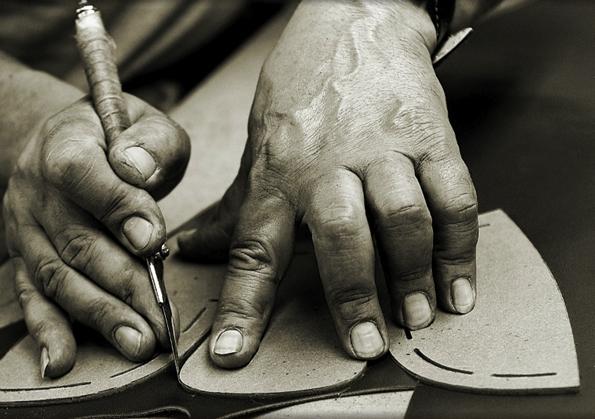 carlos santos,souliers,chaussures,portugal,cuir,leather,manufacture,artisan,artisans,artisanat,craftmen,richelieu,mocassins,loafers,veau,calfskin,prêt à chausser,créateur,luxe,luxury,tendances,trends,mode,dandy,dandies,automne,autumn,fall,winter,hiver,hommes,men,bottiers,patine,patina