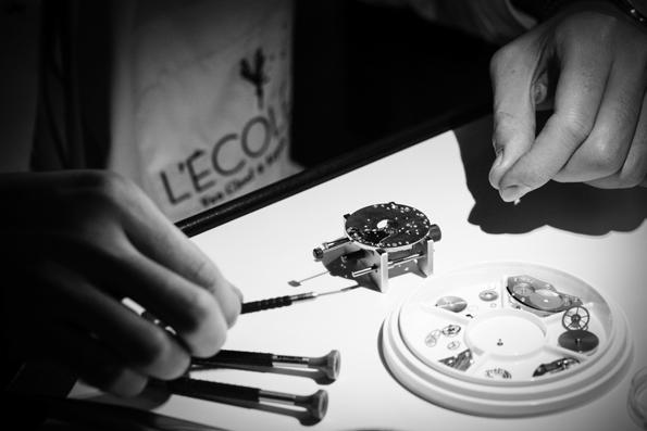 van cleef and arpels,van cleef,l'école,atelier,alfred van cleef,estelle arpels,joaillerie,jewellery,jewelry,luxe,luxury,fine jewellery,haute joaillerie,gold,or,pearl,place vendôme,paris,french,france,savoir faire,know how,héritage,artisans,craftmen,joaillier,sertissage,style,histoire,culture,parures,vintage