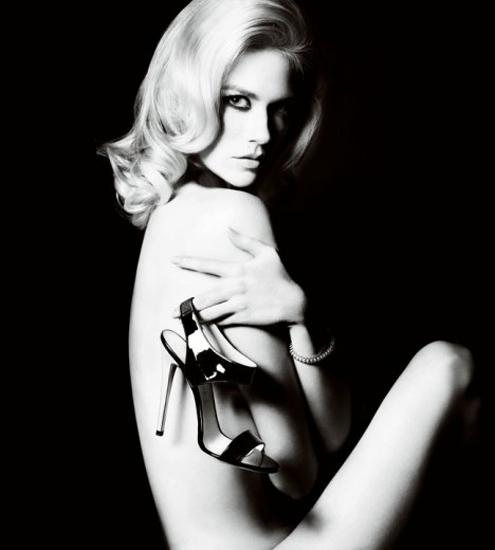 versace-shoes-January-Jones-468x520.jpg