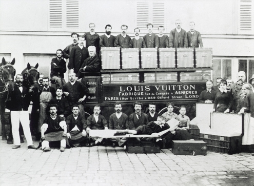 Vuitton family and employees.jpg