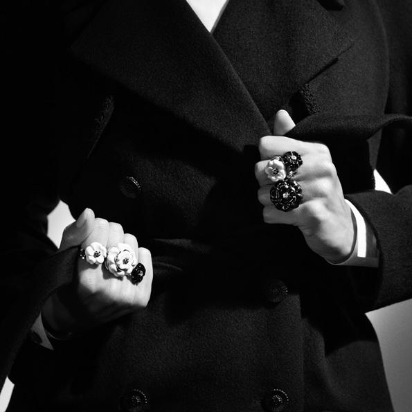 karl lagerfeld,chanel,chanel joaillerie,joaillerie,jewellery,jewelry,fine jewellery,fine jewelry,haute joaillerie,joaillier,diamant,diamond,diamants,diamonds,place vendôme,vendôme,direction artistique,fashion designer,luxe,luxury,coco chanel,gabriel chanel,camélia galbé,baguenring,serre tête,headband,bracelet,earrings