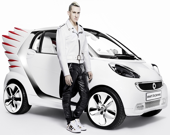 smart,fortwo,electric,drive,smart fortwo electric drive,mercdes benz,mercedes-benz,mercedes,benz,showcar,concept car,car,automobile,projet,project,jeremy scott,fashion,designer,créateur,mode,smart forjeremy,collaboration,ailes,wings,sneakers,luxe,luxury,los angeles,los angeles autoshow,autoshow,édition,limitée,édition limitée,limited edition,2013