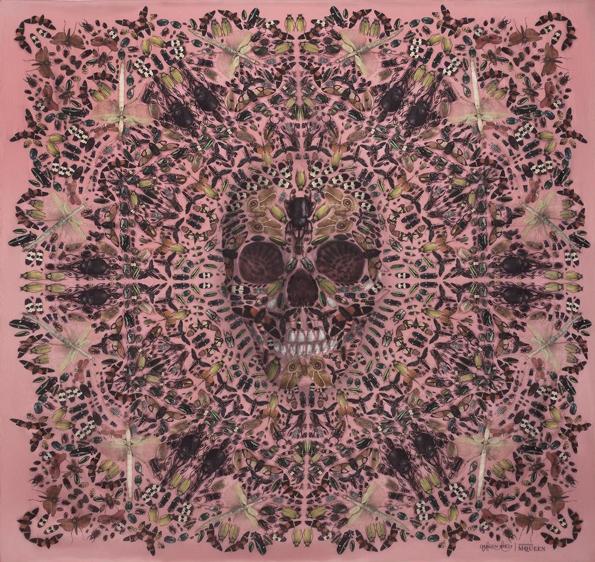 alexander mcqueen,mcqueen,sarah burton,art direction,damien hirst,solve sundsbo,art project,video,skulls scarves,scarf,silk,soie,skulls,skull,signature,limited edition,édition limitée,femme,women,fashion,mode,luxe,luxury,britannique,london,2013,féminin,art,keiring,ppr,show,ready to wear,rtw,prêt à porter,pap,haute couture