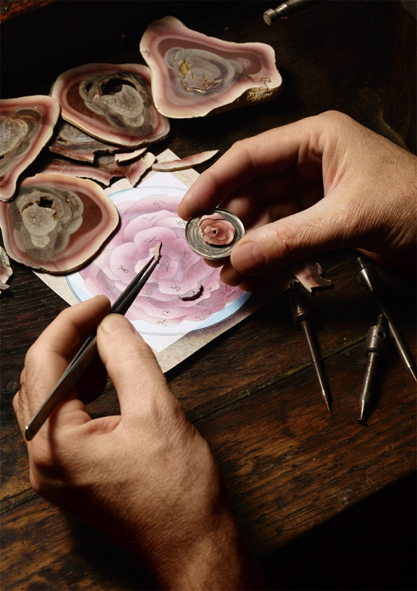 piaget,joaillerie,joaillier,jewellery,jewelry,jeweller,horlogerie,horology,altiplano,suisse,yves piaget,rose,collection,flower,pink,fashion,mode,luxe,luxury,collier,bague,necklace,ring,or,gold,white gold,diamants,diamonds,rose passion,passion,patrimoine,héritage,savoir faire,know how,artisans,artisanat,exception,prestige,collection art & excellence,hervé obligi,sylvie deschamps,marqueterie de pierres,broderie,fil d'or,fil d'argent,sihh 2015,amour,saint valentin,cadeau,gift