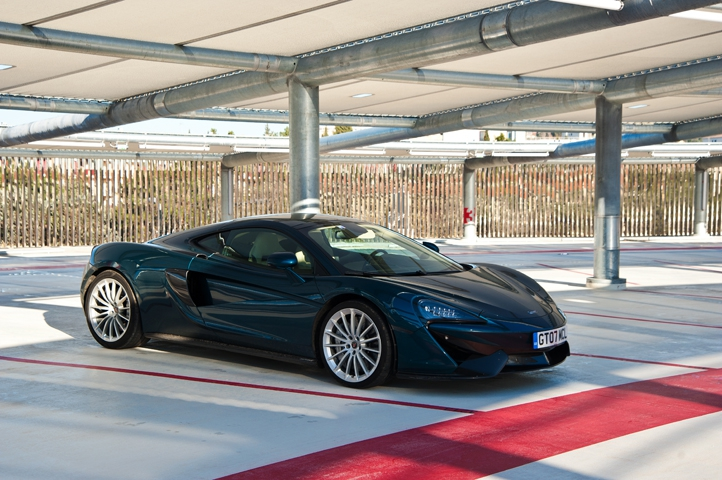 mclaren 570gt luxe action et sportivit soblacktie blog magazine tendances luxe et mode. Black Bedroom Furniture Sets. Home Design Ideas