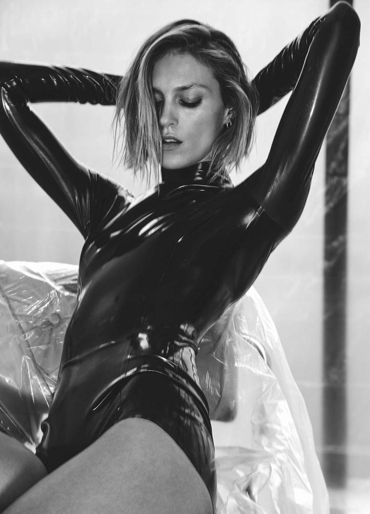 Anja-Rubik_-Vogue-Ukraine-2017--11.jpg